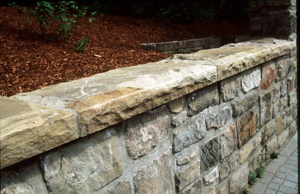 Mauerabdeckplatten, hammerrecht-bossiert